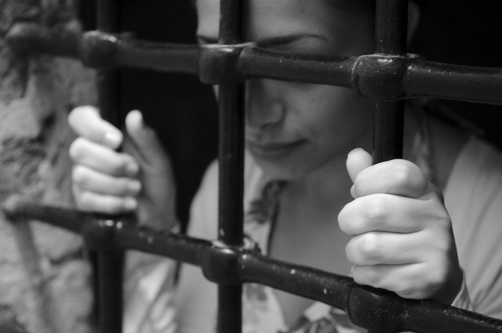 Девушка за решеткой фото, онлайн видео жену за долги